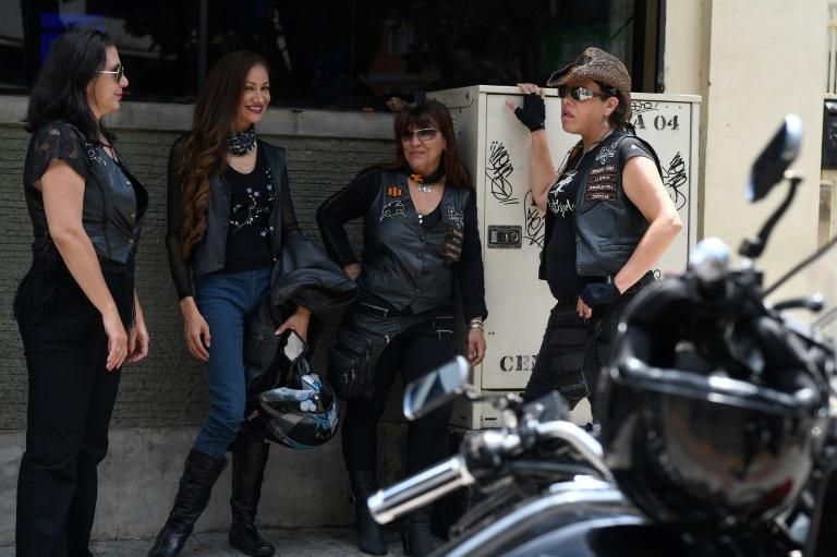 """Des motardes du groupe des """"Ratgirls"""" à Caracas, le 24 février 2020 au Venezuela"""
