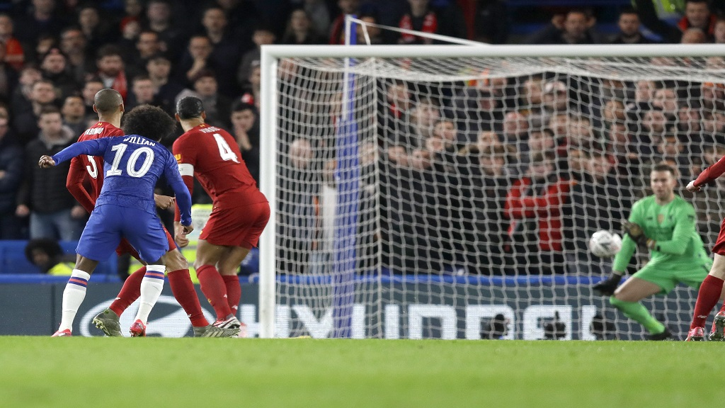 Chelsea's Willian, second left, kicks the ball to score his team's first goal during the English FA Cup fifth round football match against Liverpool at Stamford Bridge stadium in London Wednesday, March 4, 2020. (AP Photo/Kirsty Wigglesworth).