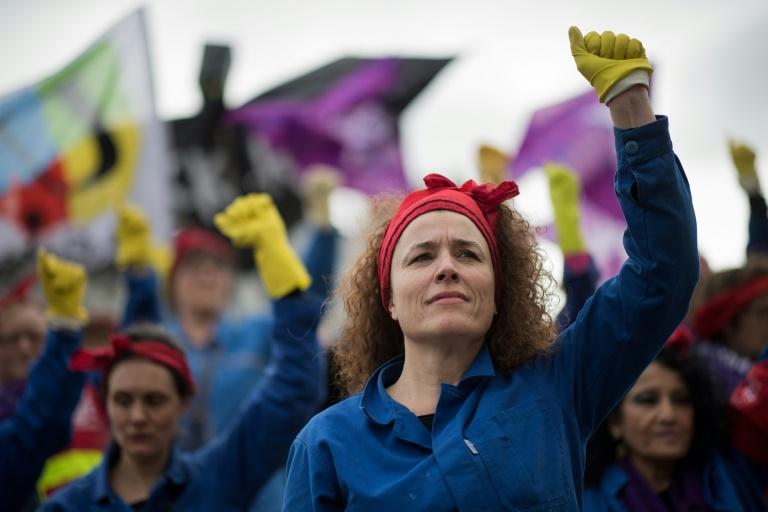 Des femmes manifestent contre la réforme des retraites le 7 mars 2020 à Nantes, la veille de la journée internationale des droits des femmes