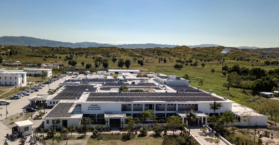 Une vue aérienne de l'hôpital universitaire de Mirebalais. Crédit photo: Todd McCormack/ PIH