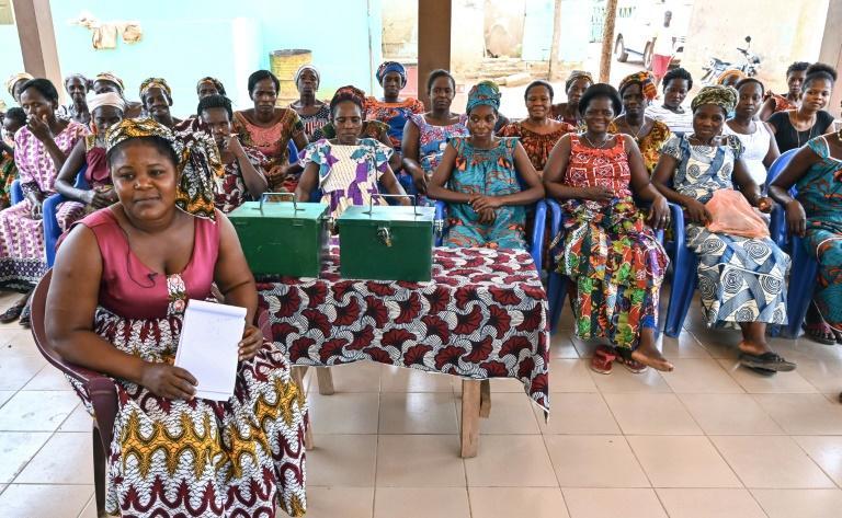 """Les femmes du village agricole de Kôkôti-Kouamékro, en Côte d'Ivoire, participent le 25 février 2020 à une réunion de l'association """"Bakpa-élai"""". afp.com - ISSOUF SANOGO"""