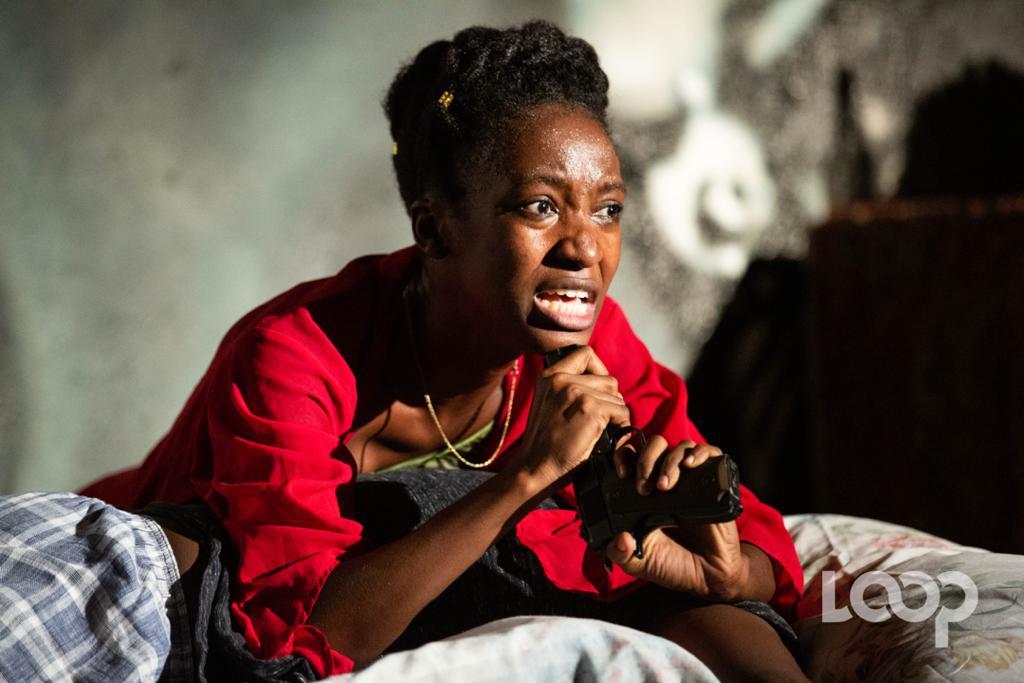 """Chélah Bazile dans le rôle de Fabienne Lanier dans la pièce """"Ta bouteille ou moi"""". Crédit photo: Steven Aristil"""