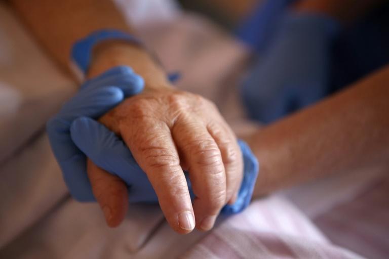 Tous les patients âgés du Covid-19 n'en meurent pas et qu'advient-il des survivants ? Pour y répondre, le CHU de Grenoble coordonne une étude sur les impacts à plus long terme de la maladie chez les plus de 70 ans.