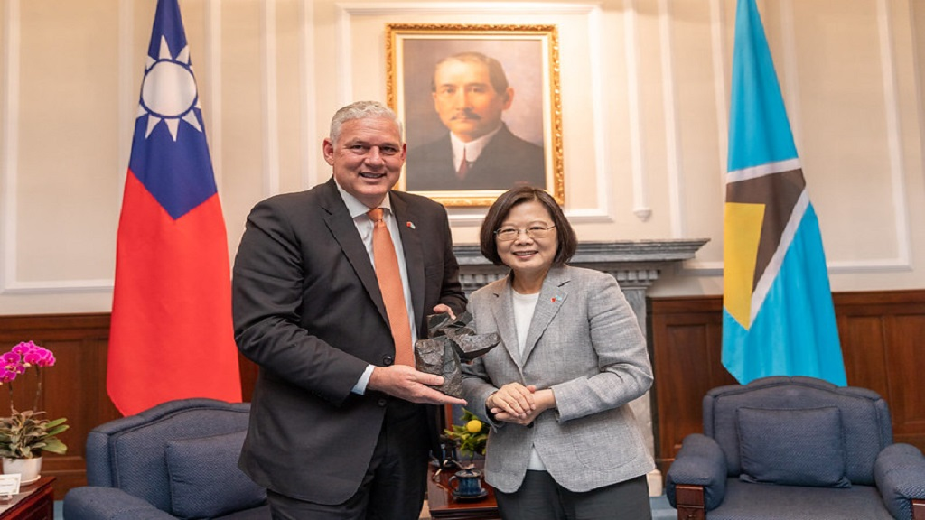 Taiwan President Tsai Ing-wen presents Prime Minister Allen Chastanet with gift