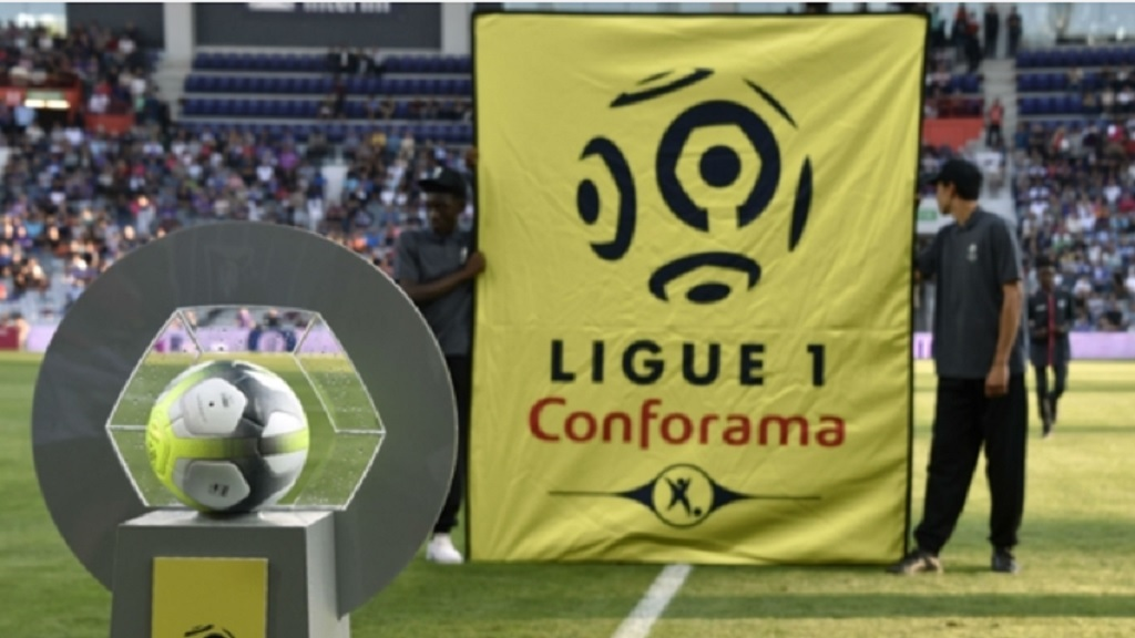 A Ligue 1 banner before match time.