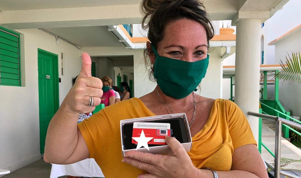 Nurse shows off her new SIM card