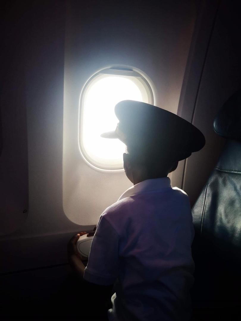 L'un des enfants ramenés auprès de leurs familles adoptives.Crédit photo: FB Air Transat