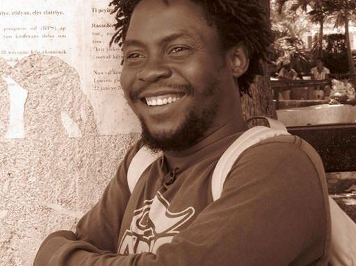 Billy Elucien, conteur, comédien, metteur en scène au théâtre national, ancien directeur artistique du festival kont anba tonèl. Crédit photo: foudizeteyat.com