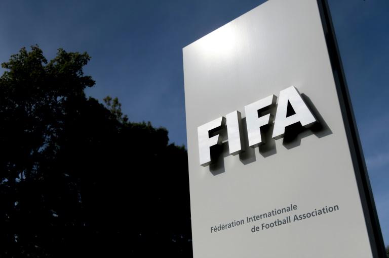"""La Fifa versera par anticipation """"dans les prochains jours"""" 150 millions de dollars (138 M EUR) de subventions à ses 211 fédérations membres, soit l'ensemble des aides pour les années 2019 et 2020"""