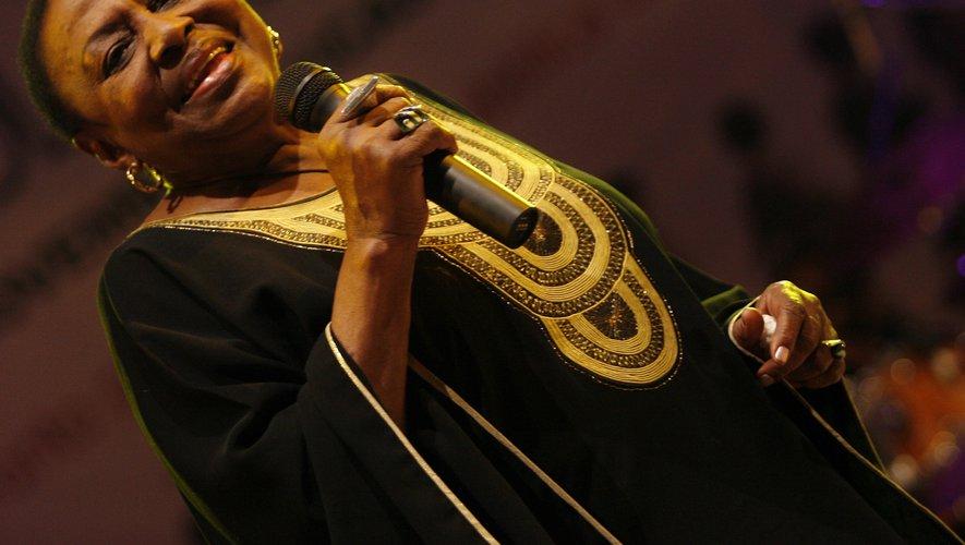 La chanteuse sud-africaine Miriam Makeba pendant son dernier concert près de Naples, le 9 novembre 2008 CARLO HERMANN AFP