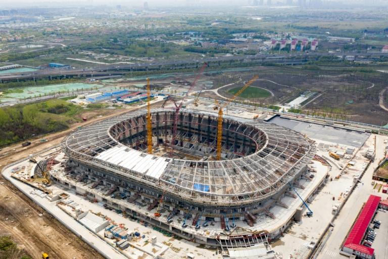 Le nouveau stade de Shanghai SIPG en construction, à Shanghai en Chine, le 22 avril 2020
