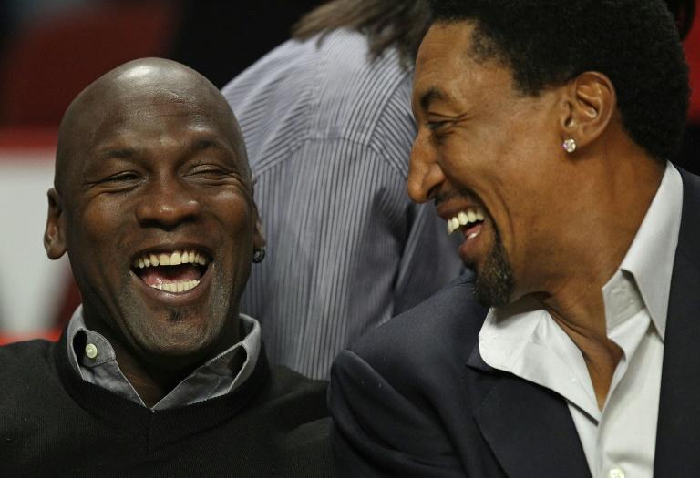 Les anciens joueurs des Chicago Bulls Michael Jordan et Scottie Pippen à Chicago le 15 février 2011