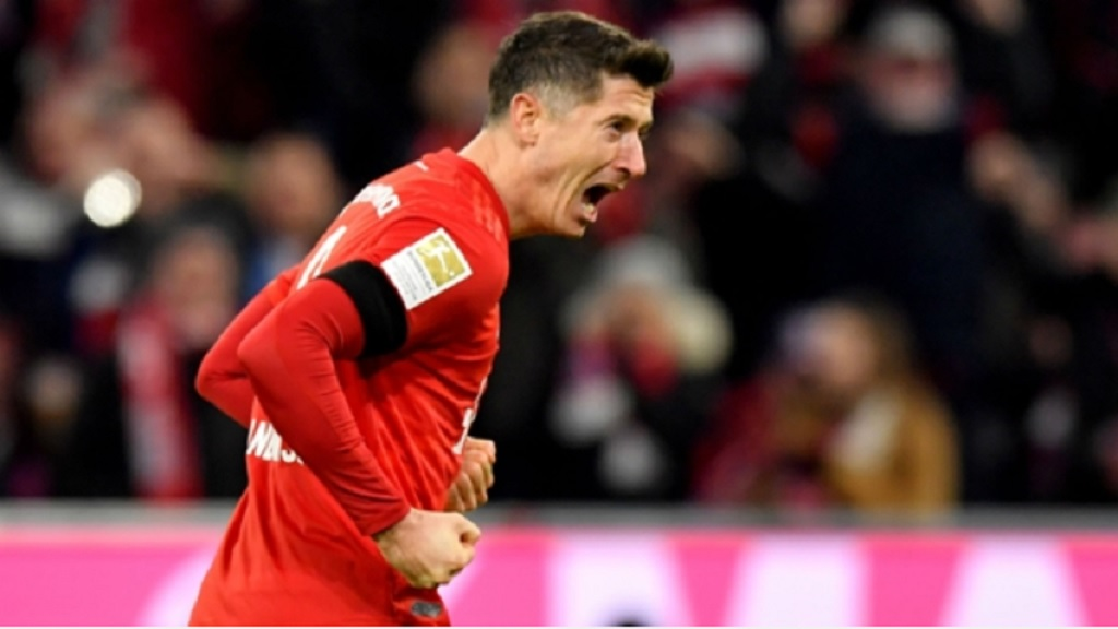 Robert Lewandowski celebrates a goal against Paderborn.