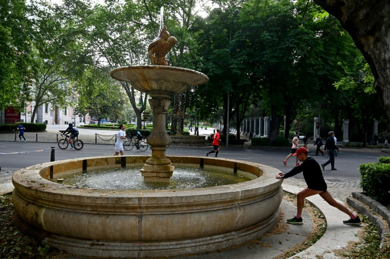 Yon moun k ap fè egzèsis nan vil Madrid, nan maten 9 Me 2020 an / Foto: AFP