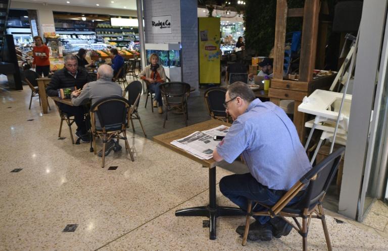 Des personnes dans un restaurant à Sydney, le 15 mai 2020 en Australie