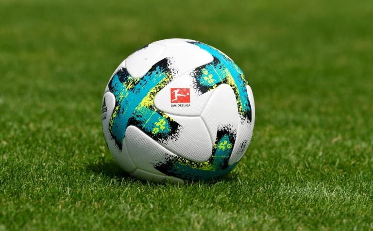 Le ballon officiel de la Bundesliga utilisé lors d'un match à Fribourg le 1er août 2017