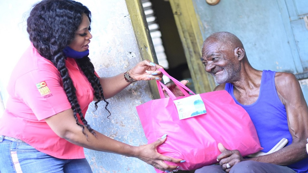 Selena Miles delivers a care package to an elderly resident in west Kingston. (Photos: Marlon Reid)