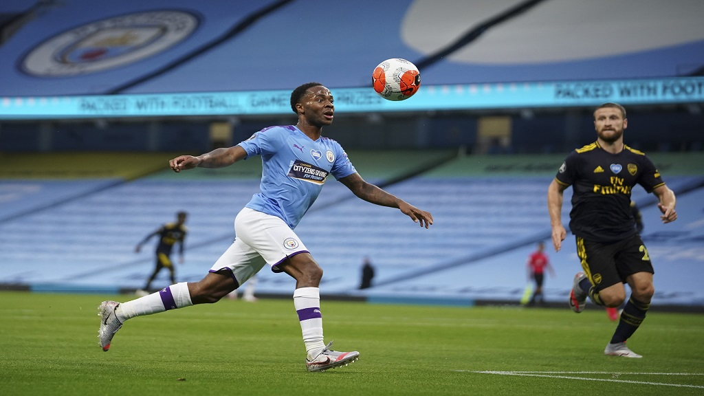 Manchester City's Raheem Sterling scores the opening goal during the English Premier League football match against Arsenal at the Etihad Stadium in Manchester, England, Wednesday, June 17, 2020.  (AP photo/Dave Thompson, Pool).