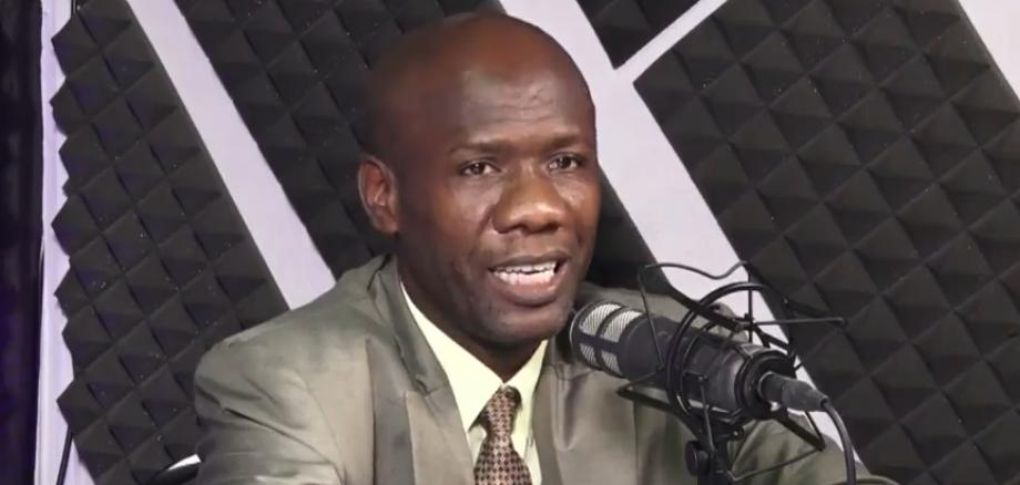 """Le chercheur en médecine traditionnelle, Maxo Noël, lors de sa participation à l'émission """"Haïti Sa Kap Kwit"""" sur Télé 20. Photo : Capture d'écran."""