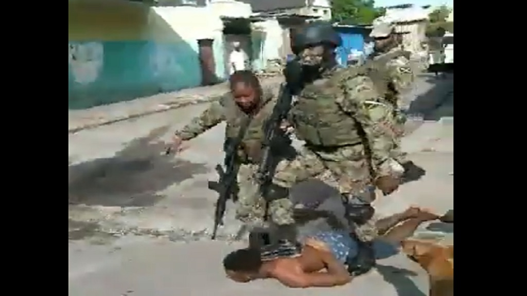 A screenshot of JDF members restraining a man who had earlier been involved in a tussle with the soldiers.