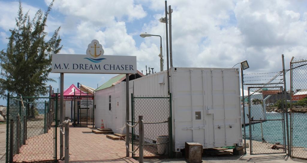 MV DreamChaser docking (FILE)