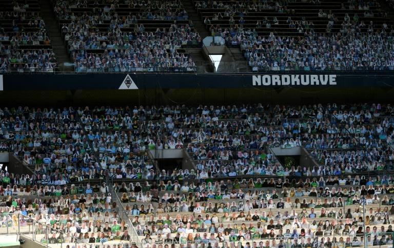 Des portraits en carton des supporters de Mönchegladbach pour les suppléer dans les tribunes du Borussia Park, le 19 mai 2020 Ina FASSBENDER AFP/Archives