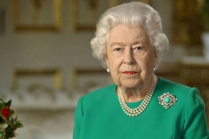 Photo récente non datée transmise par le palais de Buckingham, le 5 avril 2020, montrant la reine Elizabeth II lors de l'enregistrement d'une rare allocution sur la pandémie de coronavirus depuis le château de Windsor BUCKINGHAM PALACE/AFP