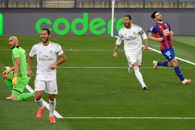 Le capitaine du Real Madrid Sergio Ramos auteur du 2e but de son équipe contre Eibar au stade Alfredo di Stefano à Valdebebas, le 14 juin 2020