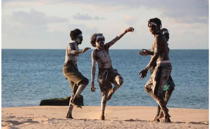 Le groupe aborigène Yothu Yindi, d'East Arnhem, en Australie, a vu son succès devenir international avec le coronavirus Handout DEVELOPING EAST ARNHAM LIMITED/AFP