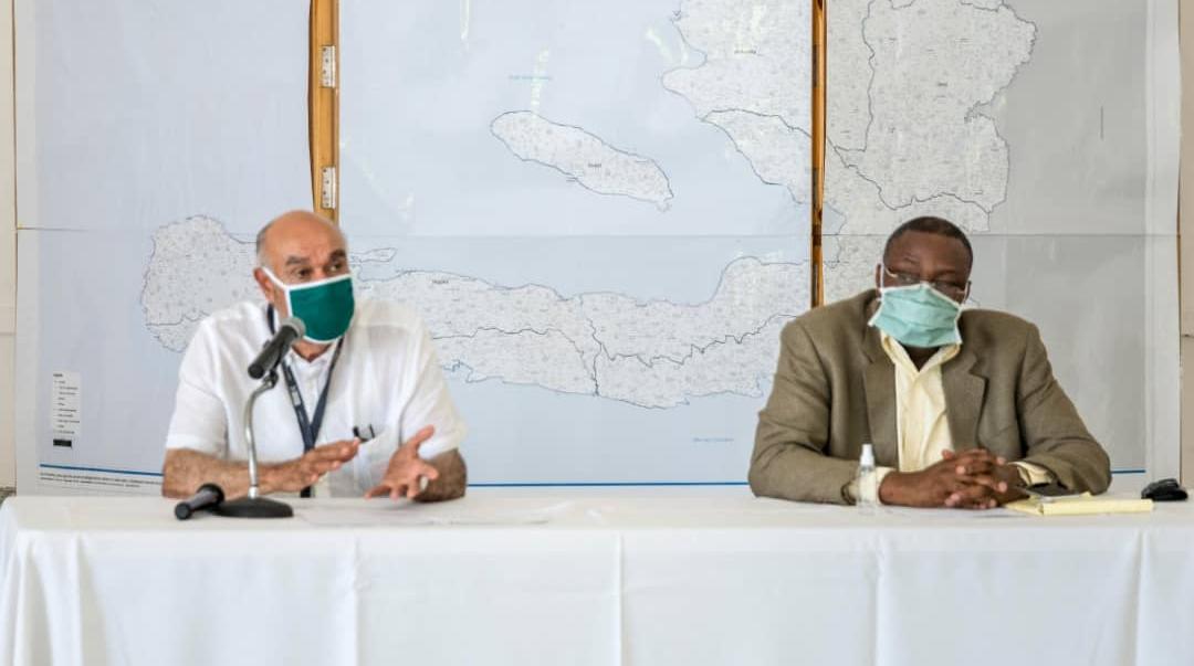De gauche à droite, Dr Jean William Pape et Dr Lauré Adrien, co-présidents de la commission multisectorielle de gestion de la pandémie de la Covid-19.