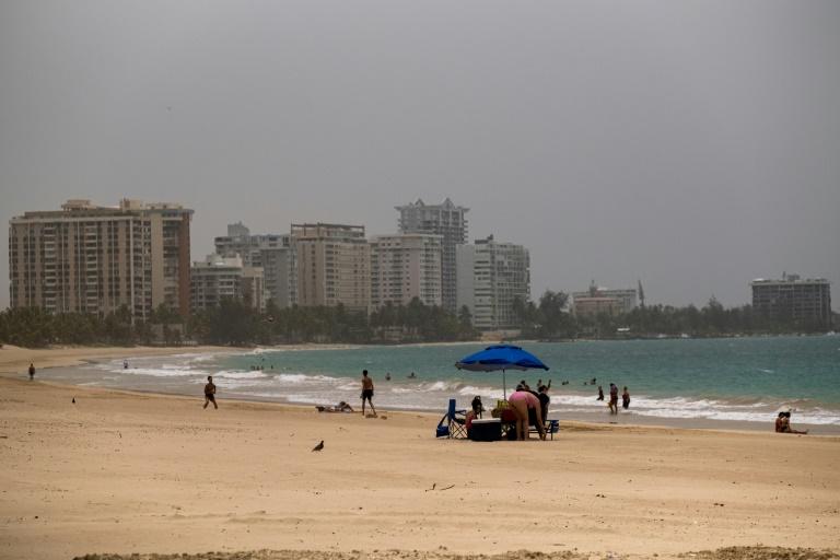 Un vent de sable du désert du Sahara enveloppe la ville de San Juan, à Porto Rico, le 22 juin 2020