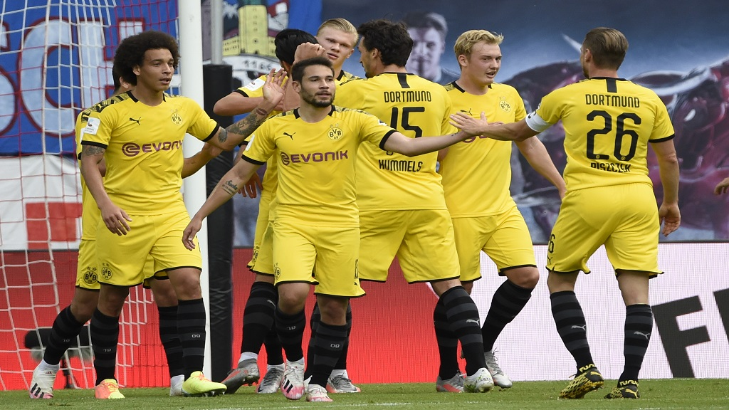 Dortmund's Erling Haaland, centre background, celebrates with his teammates after he scored his side's first goal during the German Bundesliga football match against RB Leipzig in Leipzig, Germany, Saturday, June 20, 2020. (AP Photo/Jens Meyer, Pool).