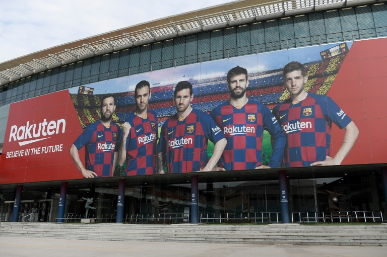 Photo d'une entrée du Camp Nou vide le 13 mars 2020.