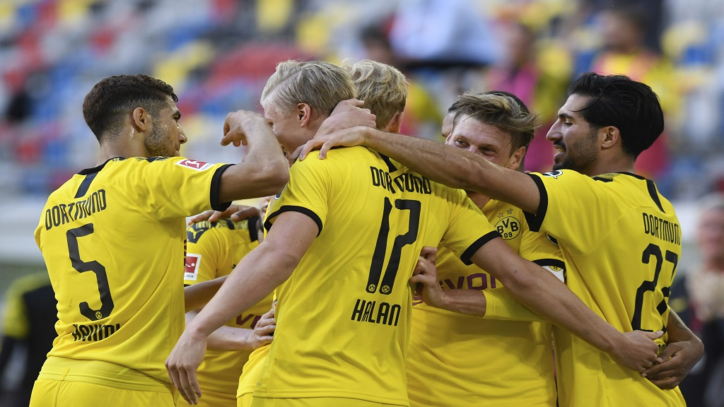 Dortmund's Erling Haaland, centre, celebrates his goal with team mates during the German Bundesliga football match against Fortuna Duesseldorf in Duesseldorf, Germany, Saturday, June 13, 2020. Because of the coronavirus outbreak all matches of the German Bundesliga take place without spectators. (Bernd Thissen/Pool via AP).
