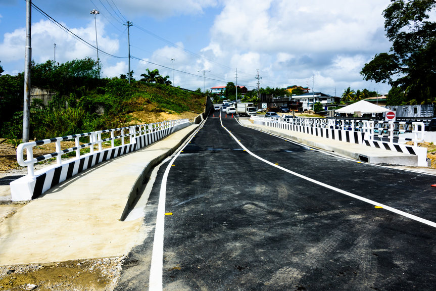 Pictured: The newly constructed Bridge B1/35 Southern Main Road, Cross Crossing, San Fernando. Photo via Facebook, Ministry of Works and Transport.