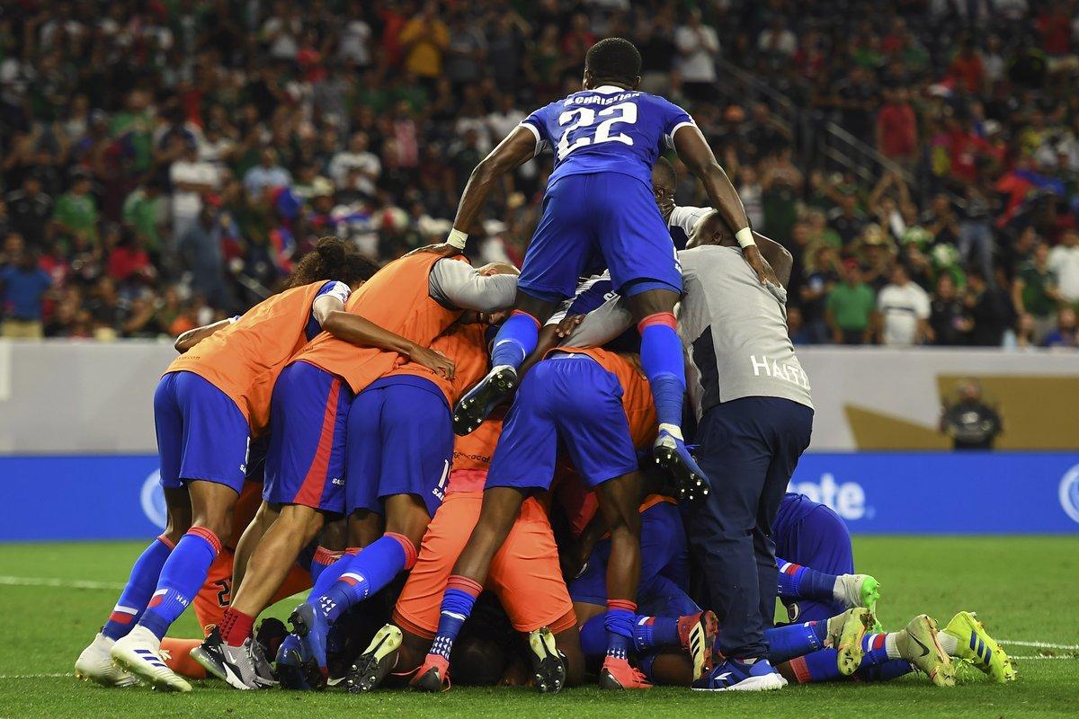 Les haïtiens jubilent après le but de Donald Guerrier. Photo : Compte twitter de la Gold Cup