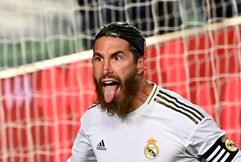 Le défenseur du Real Madrid Sergio Ramos buteur sur penalty contre Getafe sur le terrain Alfredo-Di Stefano, le 2 juillet 2020 à Valdebebas dans la banlieue de Madrid
