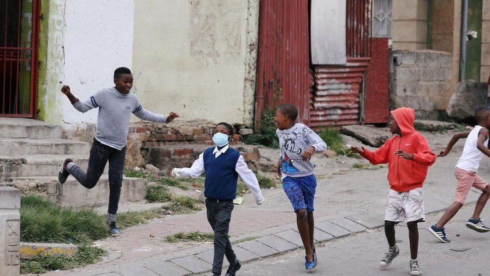 Covid-19: les jeunes enfants pourraient être extrêmement contagieux. Photo:  https://www.bbc.com/afrique/region-52732819