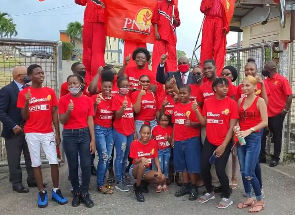 Pictured: PNM San Fernando East candidate Brian Manning, flanked by members of the PNM Youth League, gives a thumbs up.
