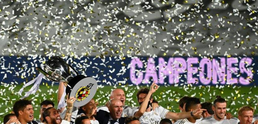 joueurs du Real Madrid fêtent leur titre de champions d'Espagne conquis le 16 juillet 2020 au stade Alfredo di Stéfano GABRIEL BOUYS AFP
