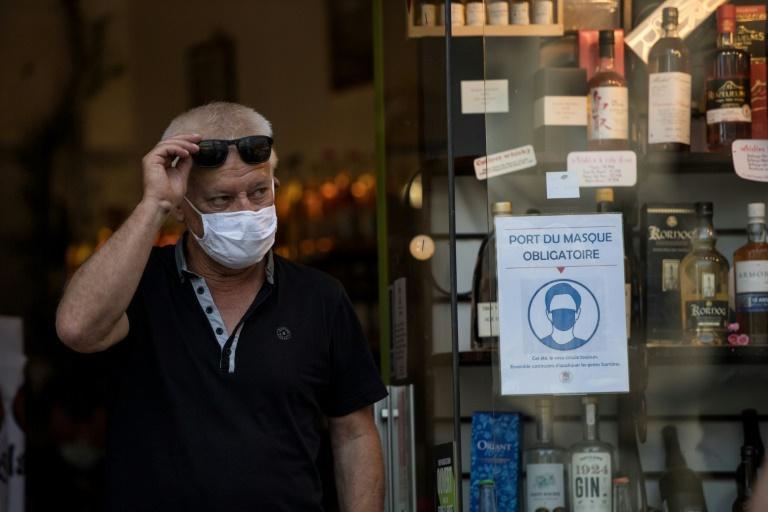 À l'entrée d'une boutique à Nantes, le 20 juillet 2020 Loic VENANCE AFP