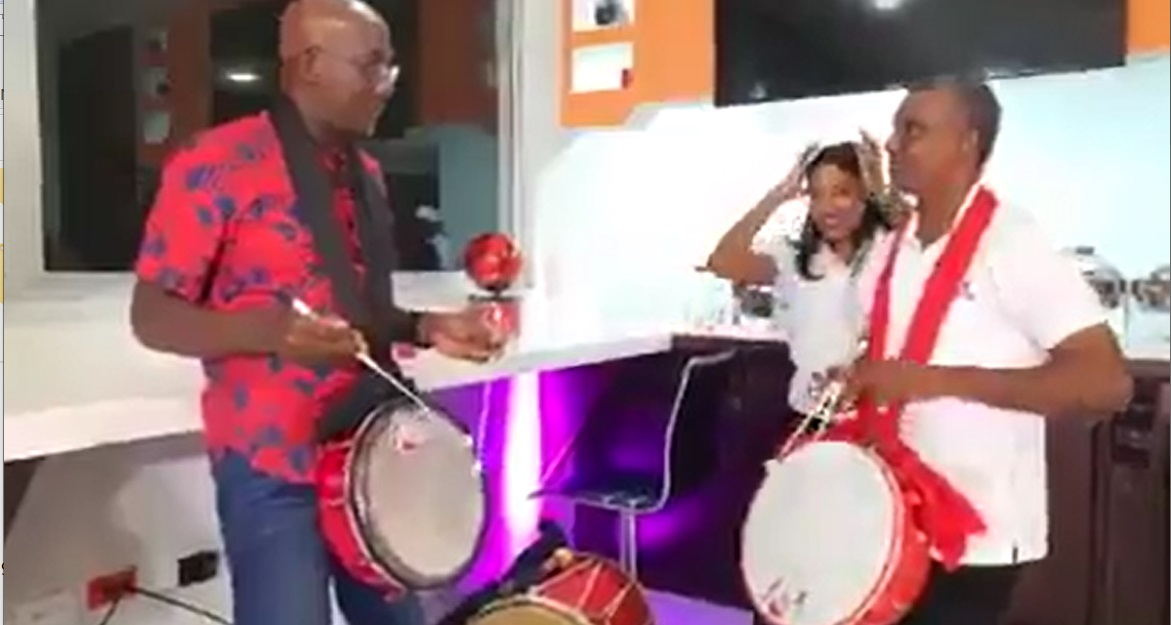 Dr Keith Rowley learsn to play tassa.