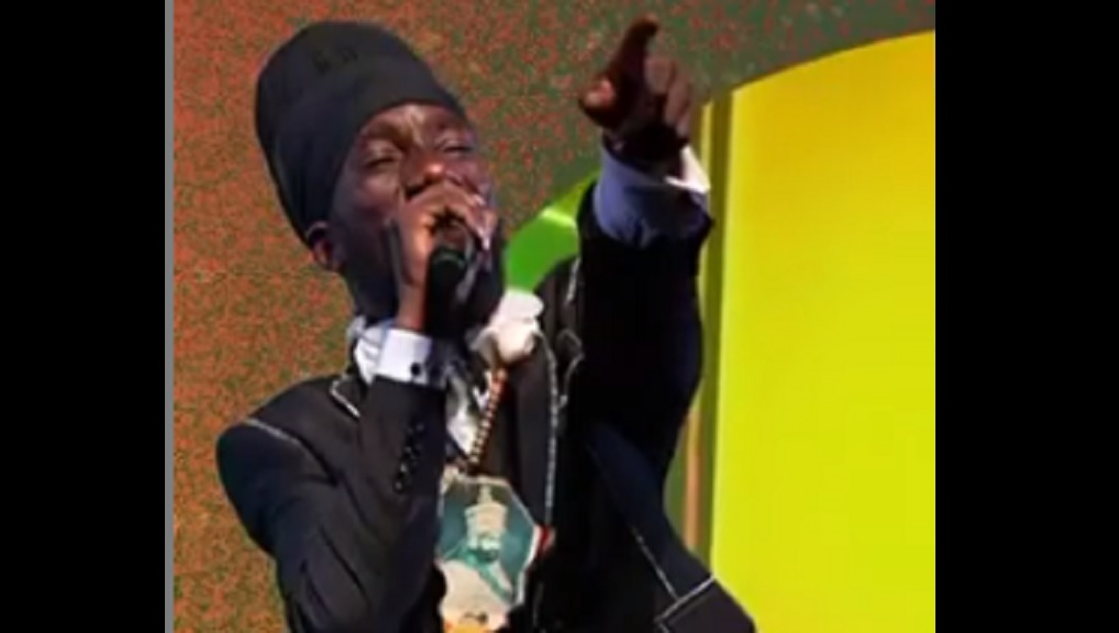 Sizzla performing for a virtual audience at 'A Taste of Reggae Sumfest'.