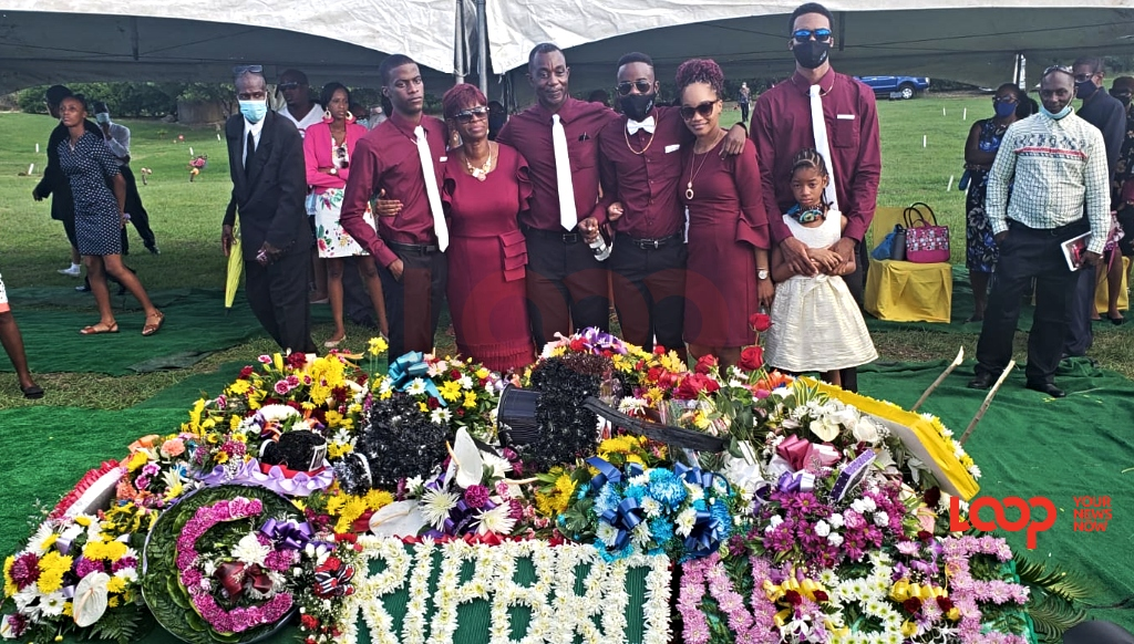 The Griffith family and Tanika Cummings graveside.