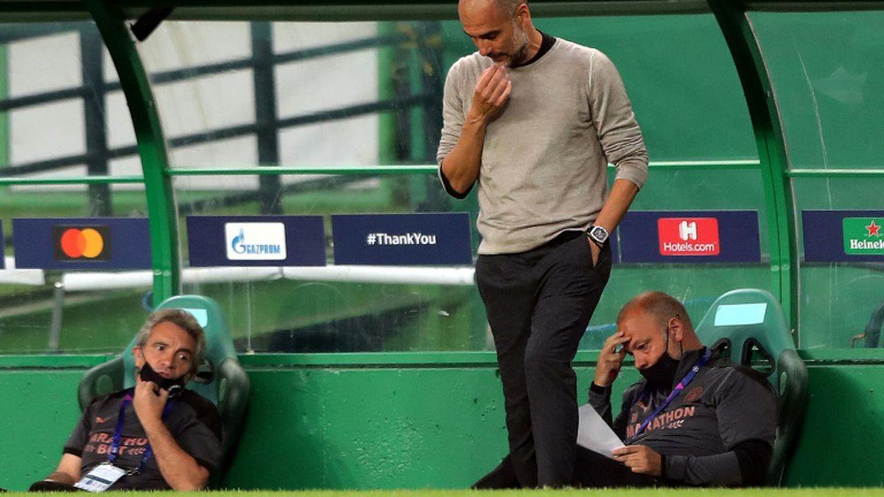 L'entraîneur espagnol de Manchester City, Pep Guardiola, sonné après la défaite contre Lyon en quart de finale de la Ligue des champions, à Lisbonne, le 15 août 2020 Miguel A. Lopes POOL/AFP