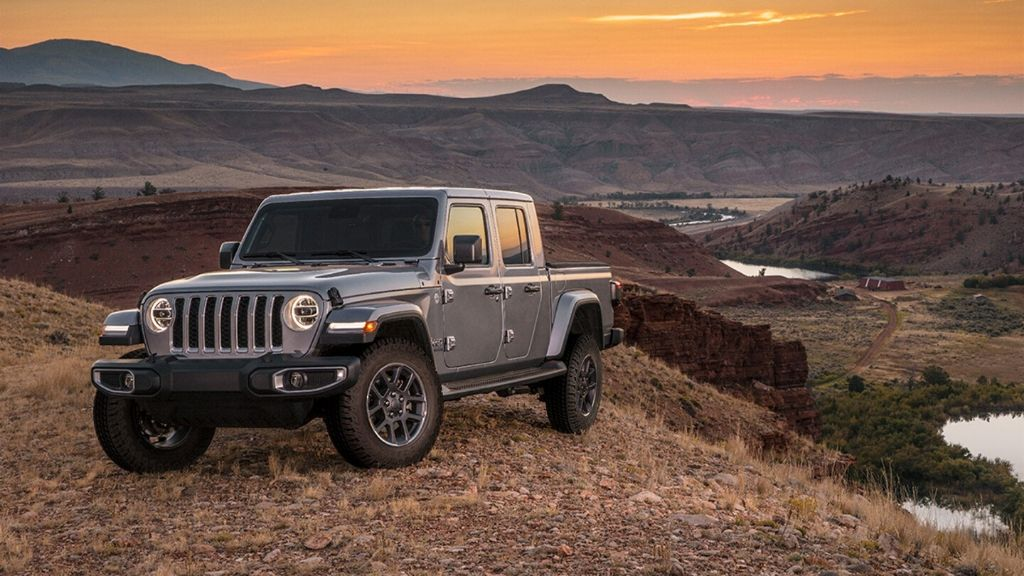 The midsize Gladiator comes with standard four-wheel drive, heavy-duty suspension, and available off-road upgrades. (Photo: jeep.com)
