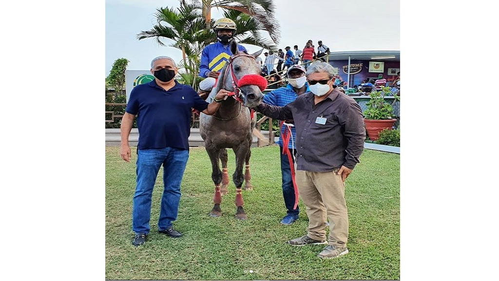 Race Car (Dane Nelson) poses in the winner's enclosure, with trainer Spencer Chung (right) and owner Richard Lake (left) of Lakeland Farms Limited, after winning the seven-and-a-half furlong feature event at Caymanas Park on Independence Day, Thursday, August 6, 2020.