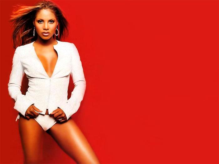 Toni Braxton sort son premier album en 1993, ce qui lui aura valu trois Grammy Awards et d'être faite neuf fois disque de platine. Photo: http://lencrenoir.com/