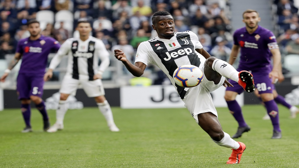 In this April 20, 2019, file photo, Juventus' Blaise Matuidi controls the ball during a Serie A football match against AC Fiorentina, at the Allianz stadium in Turin, Italy.  (AP Photo/Luca Bruno, File).