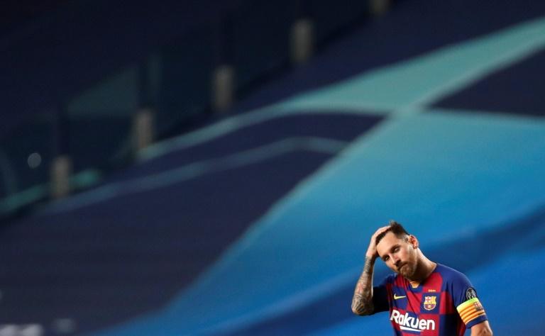 La déception de l'attaquant argentin de Barcelone, Lionel Messi, après la défaite en quart de finale de la Ligue des champions face au Bayern Munich, à Lisbonne, le 14 août 2020